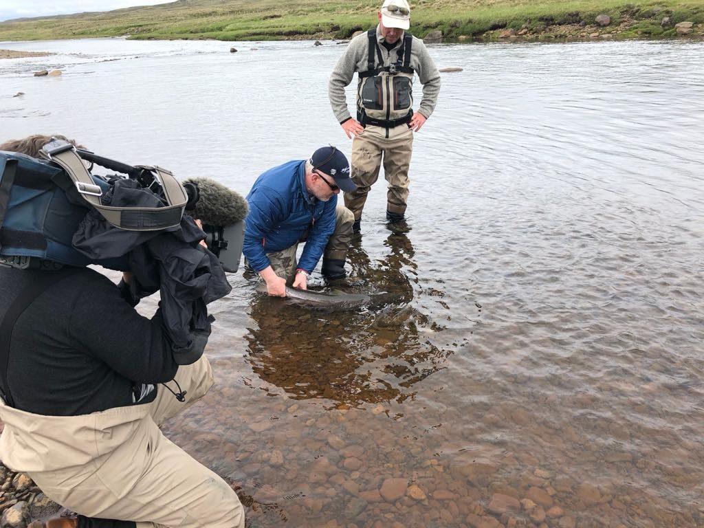rabbi and jonni releasing salmon